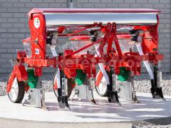 Vetőgép, 3 soros, átlátszó magtartállyal (kistraktorhoz) - Munkagépek - Palántázók, ültetők, vetőgépek